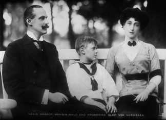 King Haakon VII, Queen Maud and Crown Prince Olav in 1913   George Grantham Bain Collection - Public domain.