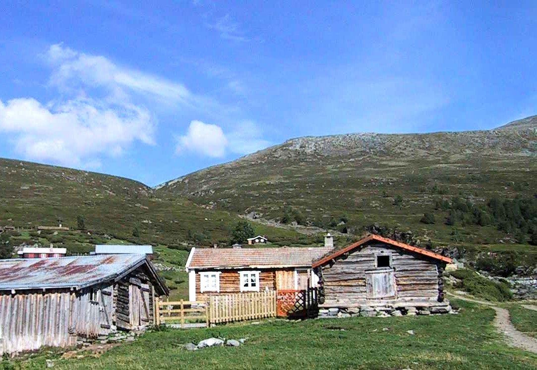 A summer dairy at Lesja in Gudbrandsdalen | Photo: Williamborg - wikipedia.org - GNU Free Documentation License.