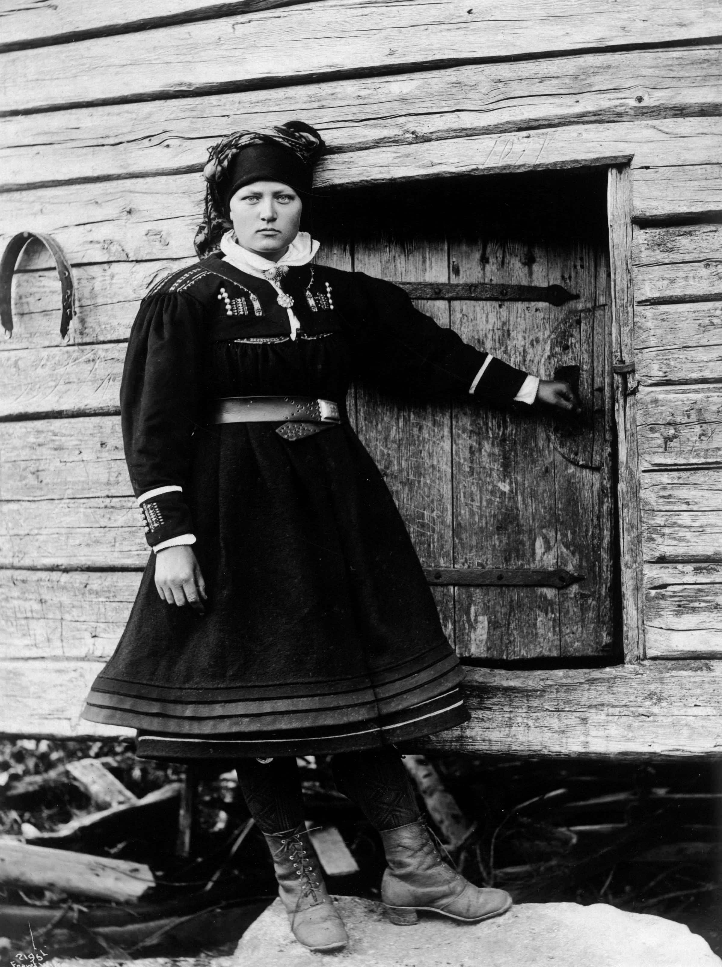 A young woman in her folk costume in 1888 -  Setesdal, Agder, Norway. | Photo: Norsk Folkemuseum cc pdm.