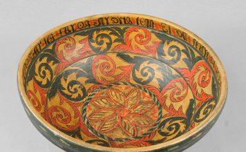 Beer bowl from the late 1700s. Artist Sondre Peerson Busterud from Kviteseid, Telemark.   Photo: Vest-Telemark Museum - CC BY-SA.