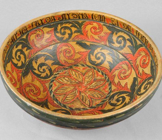 Beer bowl from the late 1700s. Artist Sondre Peerson Busterud from Kviteseid, Telemark. | Photo: Vest-Telemark Museum - CC BY-SA.