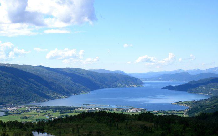 The Surnadal fjord 2007.   Photo: banangraut - wikimedia - Public domain.
