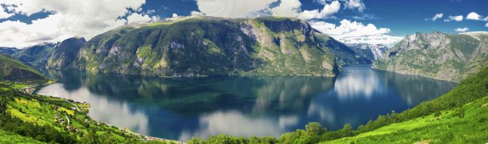 The Norwegian fjords are ancient valleys filled with sea water. The Aurlandfjord and the Sognefjord from Stegastein. | Photo: gevisions - adobe stock - copyright.