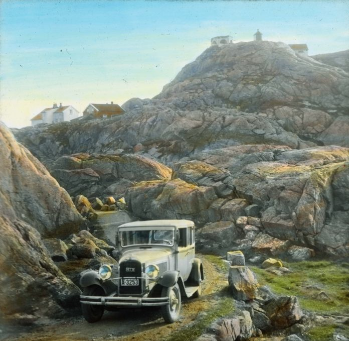 A Buick 29-51X at Norway's southernmost point, Lindesnes, Agder in 1934. | Photo: Anders Beer Wilse - digitaltmuseum.no DEX_W_00458 - CC BY.