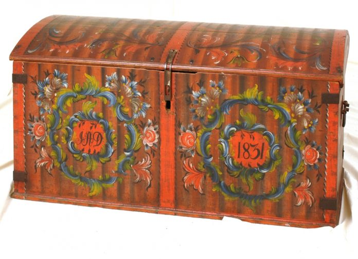 Norwegian rose painted - rosemalt - chest. Artist and original location unknown. Inscription year 1831. Kept at Larvik Museum, Vestfold. | Photo: Mekonnen Wolday - digitaltmuseum.no HL.00929 - CC BY-SA.