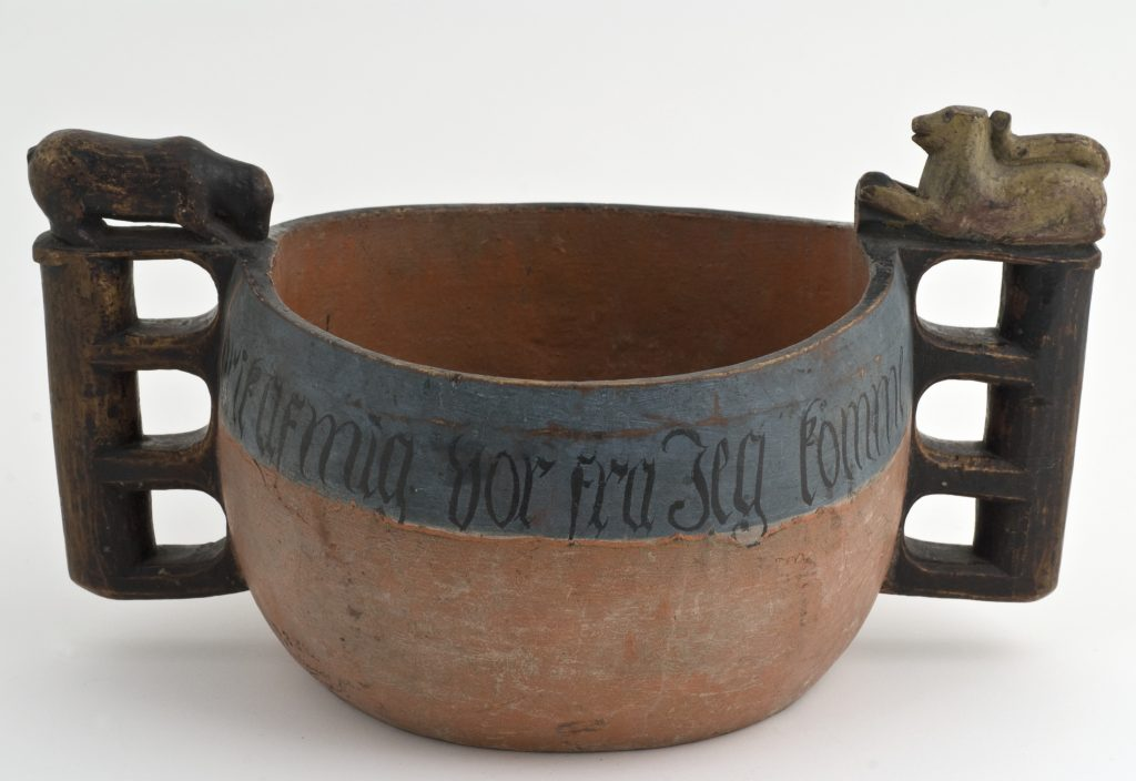 Norwegian drinking vessel - a kjenge. From Voss, Hordaland. Made in 1755. | Photo: Anne-Lise Reinsfeldt - digitaltmuseum.no NF.2010-0504 - CC BY-SA.