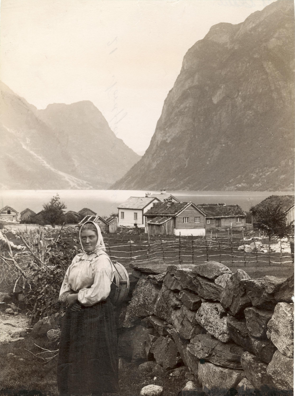 Rustøen, Stryn, Sogn og Fjordane. | Photo: unknown - kulturminnebilder.ra.no T308_01_0005 - Public domain.