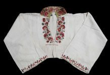Beautiful embroidery. A folk costume blouse (female) from Sauherad, Telemark, Norway. From before 1879 - made from linen and wool. | Photo: Anne-Lise Reinsfelt Norsk Folkemuseum - digitaltmuseum.no NF.1992-2490 - cc by-sa.