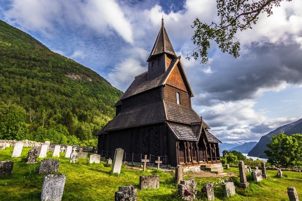 Urnes stave church in Luster. | © Rui Baião - stock.adobe.com.