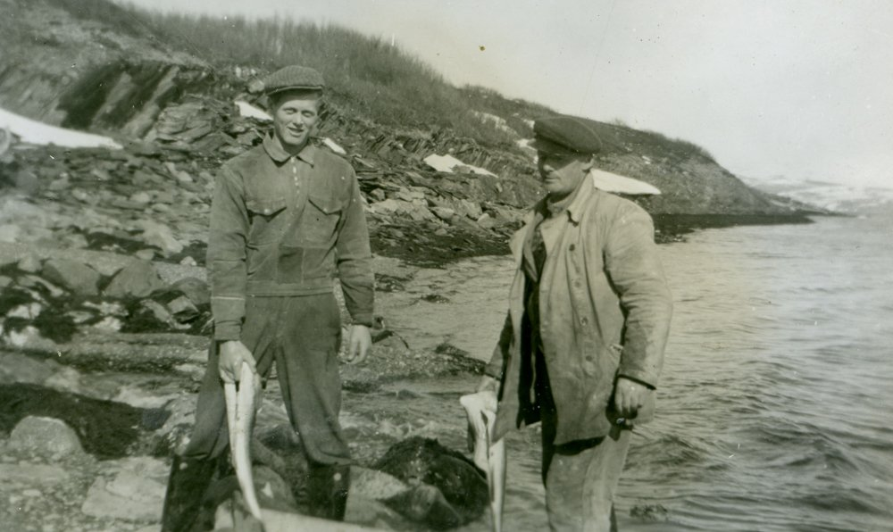 Men fishing on the coast of Finnmark, Norway. | Photo: Finnmark Fylkesbibliotek - digitaltmuseum.no FBib.13004-036 - public domain.