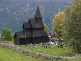 Urnes stave church in Luster, Sogn og Fjordane, Norway. Estimated built around 1140. | Photo: Harald Ibenholt - kulturminnebilder.ra.no T284_01_0787 - CC BY.