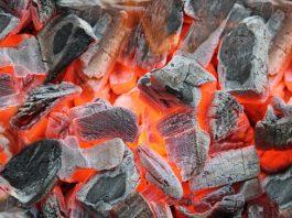 Glowing embers. | Photo: dederer - adobe stock - copyright.