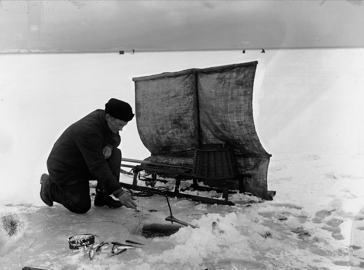 Ice-fishing | 7 photos to enjoy | Norway