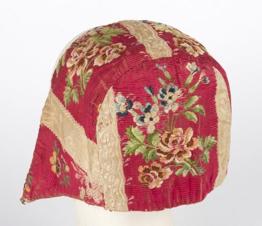 Bonnet from the collections of Slottsfjellsmuseet in Tønsberg, Norway. | Photo: Mekonnen Wolday - digitaltmuseum.no VF.13167 - cc by-sa.