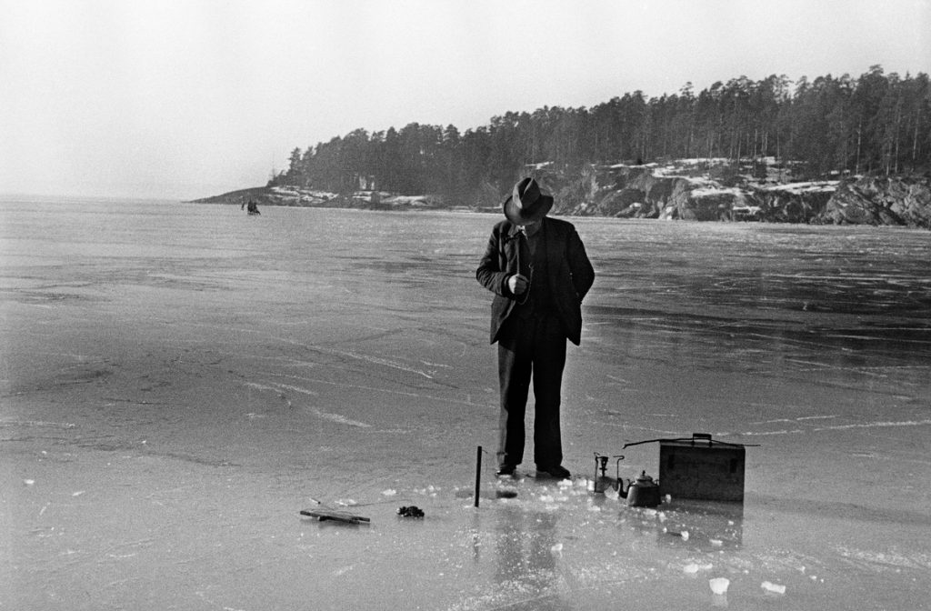 Ice-fishing in February. Note the coffee pot and the simple camping stove. The location is Bestumkilen, Oslo, Norway - and the year is 1938. | Photo: Unknown Oslo Museum - digitaltmuseum.no OB.A13026 - cc by-sa.