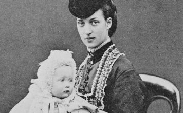 Alexandra, Princess of Wales - and her daughter Princess Maud in 1870. | Photo: William & Daniel Downey - wikimedia cc pdm.