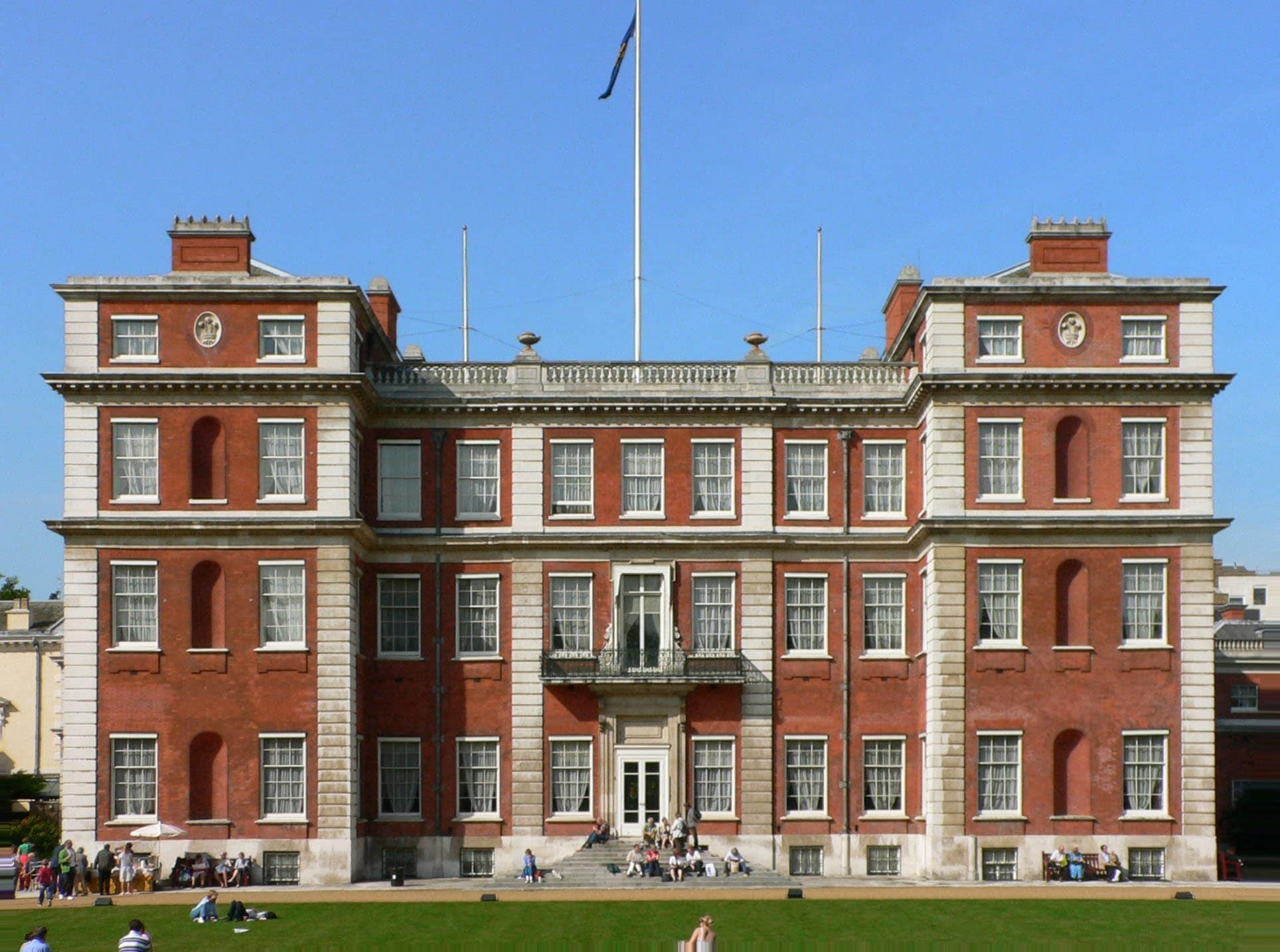 Marlborough House today - no longer a royal residence. | Photo: CMallwitz - wikimedia cc pdm.
