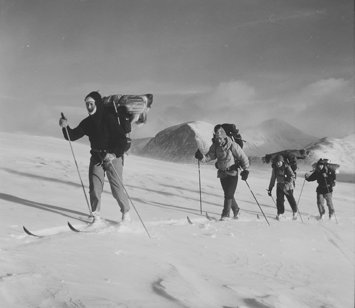 Skiing in Rondane in 1973. | Photo: Kristian Hilsen - Mittet & Co. AS nb.no cc pdm.