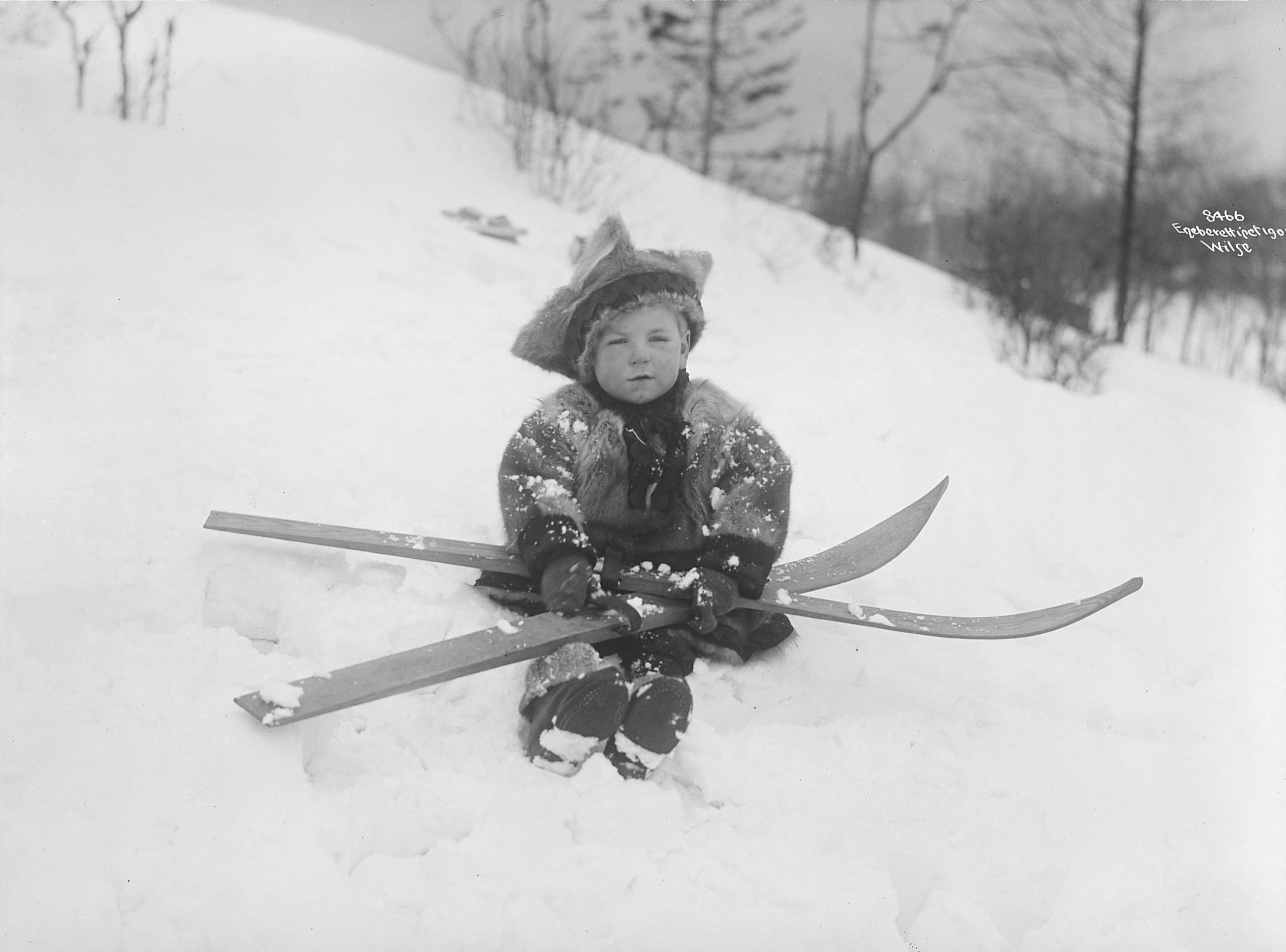 It is said that all Norwegians are born with skis attached to their feet. | Photo: Anders Beer Wilse - Norsk Folkemuseum cc pdm.
