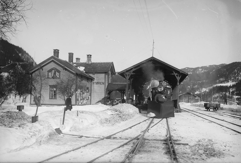 Støren station in the early 1900s. | Photo: Narve Skarpmoen - nb.no cc pdm.