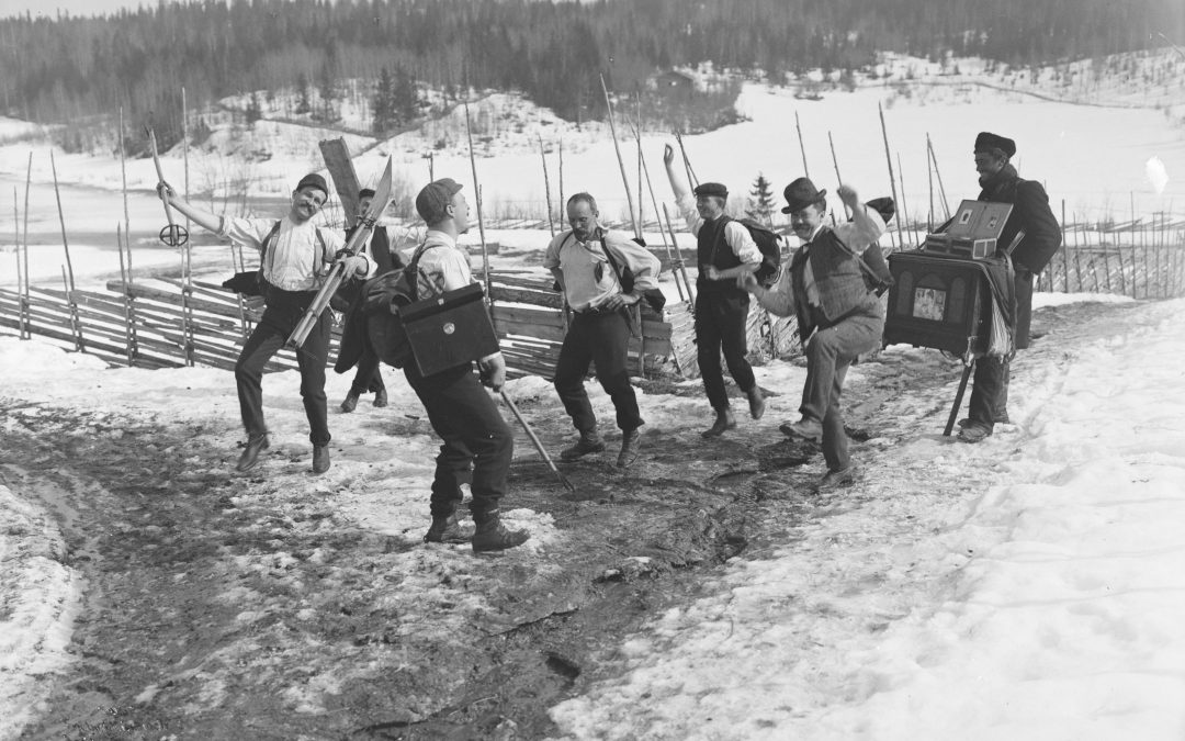 Vintage photos | spending Easter with the lads in 1906 | Norway