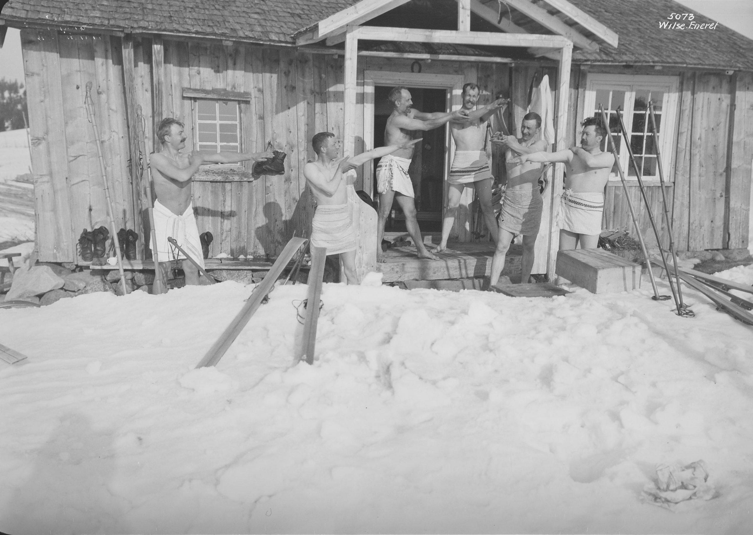 Gymnastics and snowbathing. Brøttum, Sjusjøen, Ringsaker, Hedmark, Norway - Easter in 1906. | Photo: Anders Beer Wilse - Norsk Folkemuseum cc pdm.