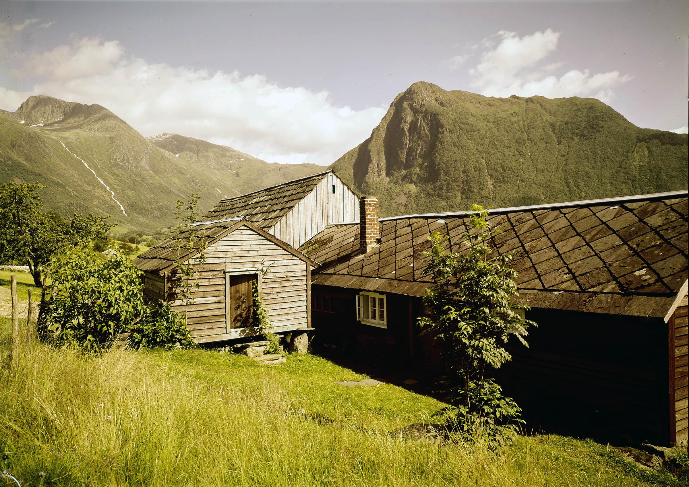 Old bondegård - farm - in Rosendal, Kvinnherad, Hordaland, Norway. | Photo: Normanns kunstforlag cc pdm.